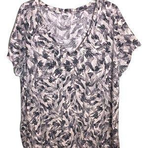 Ava & Viv Black & White V-Neck Top 4X Plus Size